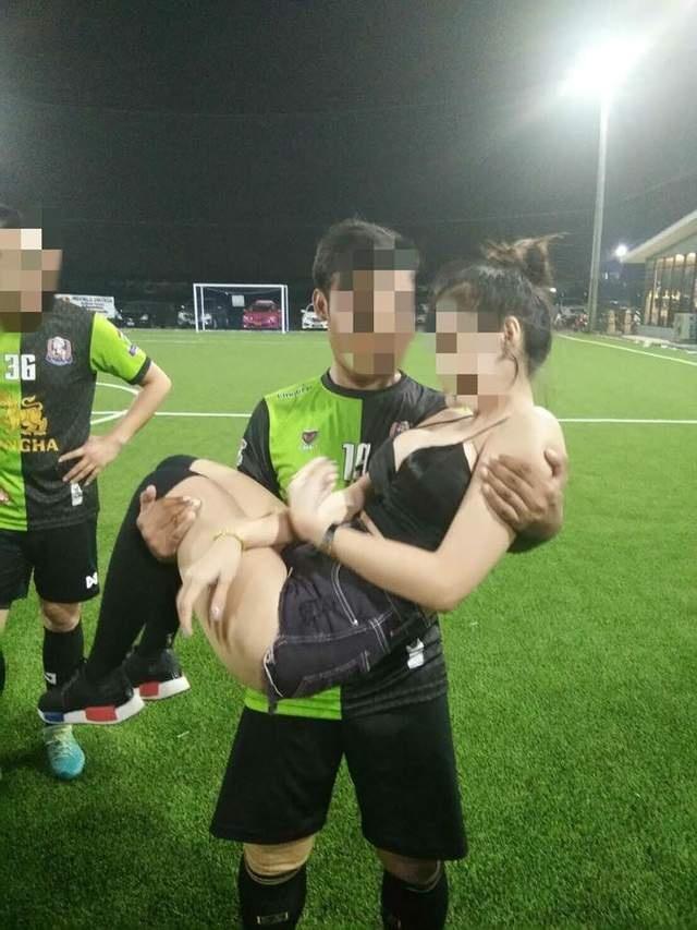 上场踢球下场看球《泰国足球队的庆祝方式》真的不一样